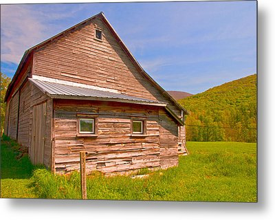 Metal Print featuring the photograph Old Barn In The Valley by Nancy De Flon