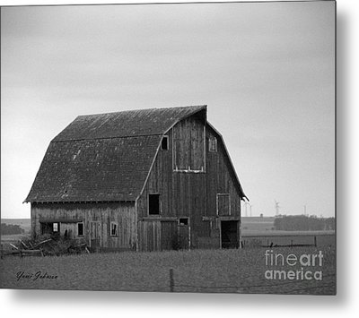 Metal Print featuring the photograph Old Barn In Winter by Yumi Johnson