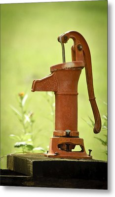 Old Fashioned Water Pump Metal Print