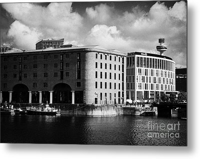 Old Historic Warehouse And The New Hilton Hotel At The Albert Dock Liverpool Merseyside England Uk Metal Print by Joe Fox