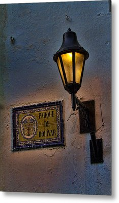 Old Lamp On A Colonial Building In Old Cartagena Colombia Metal Print by David Smith