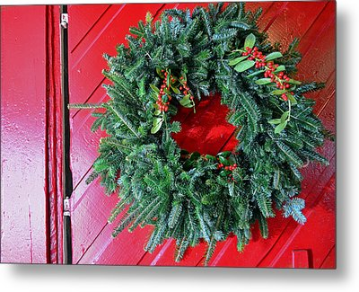 Old Mill Of Guilford Door Wreath Metal Print by Sandi OReilly