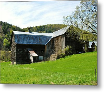 Metal Print featuring the photograph Old Vermont Barn by Sherman Perry
