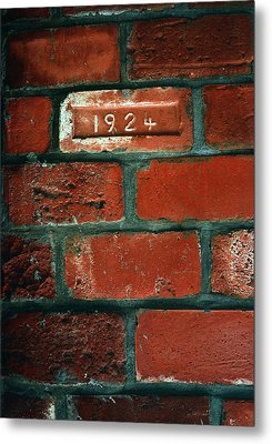 One Brick To Remember - 1924 Date Stone Metal Print by Steven Milner