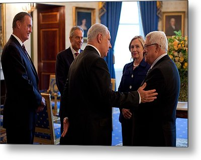 Palestinian-israeli Talks At The White Metal Print by Everett