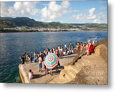 People Waiting At The Islet Metal Print by Gaspar Avila