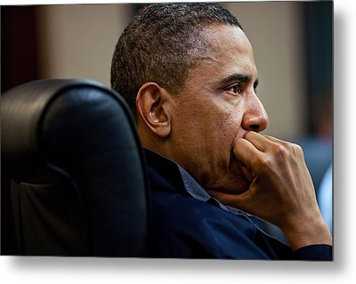 President Barack Obama Listens Metal Print by Everett