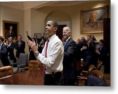President Obama And Vp Biden Applaud Metal Print by Everett