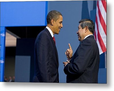 President Obama Talks With Indonesian Metal Print by Everett