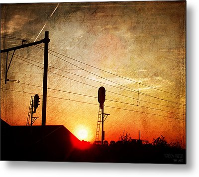 Railroad Sunset Metal Print by Yvon van der Wijk