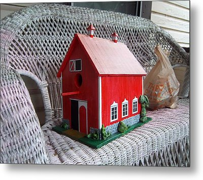 Red Barn Bird House Metal Print by Gordon Wendling