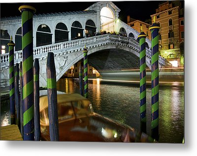 Rialto Bridge Over The Grand Canal Metal Print by Jim Richardson