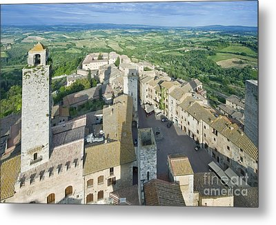 Rooftops Of San Gimignano Metal Print by Rob Tilley