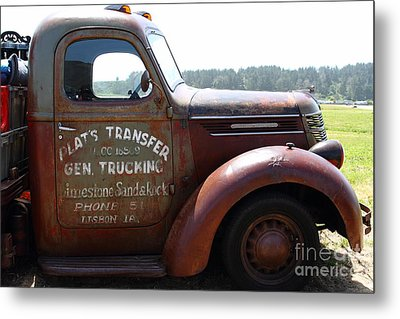 Rusty Old 1935 International Truck . 7d15496 Metal Print by Wingsdomain Art and Photography
