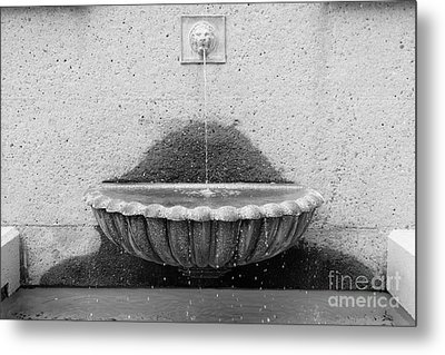 San Francisco Crocker Galleria Roof Garden Fountain - 5d17894 - Black And White Metal Print by Wingsdomain Art and Photography
