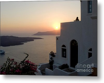 Santorini Sunset Metal Print by Leslie Leda