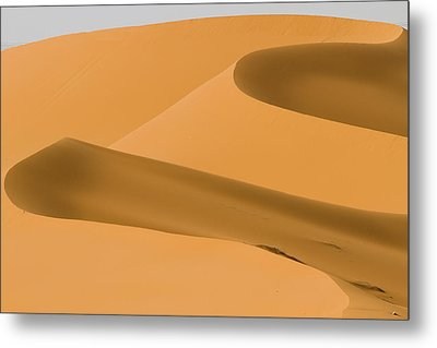 Saudi Sand Dune Metal Print by Universal Stopping Point Photography