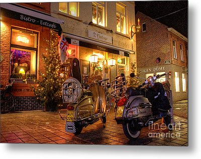 Scooters At The Bistro Metal Print by Rob Hawkins