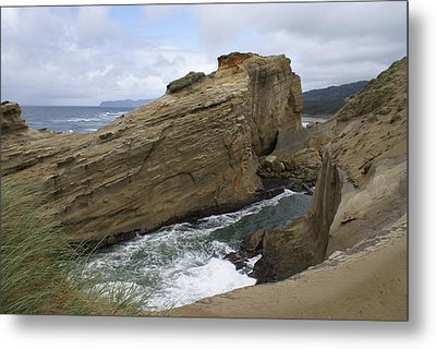 Metal Print featuring the photograph Sea Side by Jerry Cahill