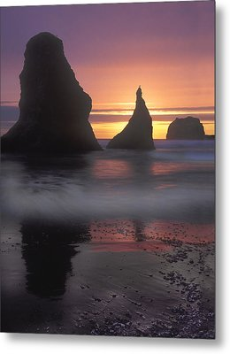 Sea Stacks Off The Oregon Coast Metal Print by Dave Mills