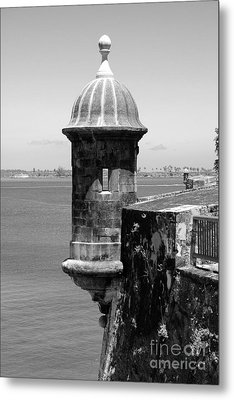 Sentry Tower Castillo San Felipe Del Morro Fortress San Juan Puerto Rico Black And White Metal Print by Shawn O'Brien