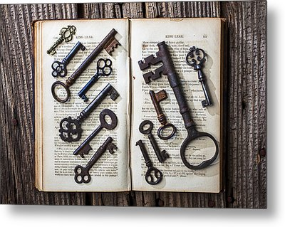 Shakspeare King Lear And Old Keys Metal Print by Garry Gay