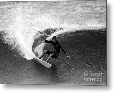 Shane Surf Carving In Black And White Metal Print by Paul Topp