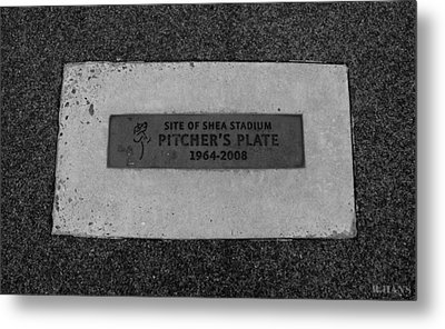 Shea Stadium Pitchers Mound In Black And White Metal Print by Rob Hans