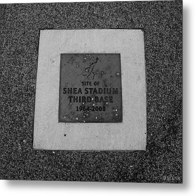 Shea Stadium Third Base In Black And White Metal Print by Rob Hans