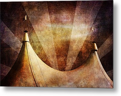 Showtime Metal Print by Andrew Paranavitana