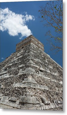 Side View Of Chichen Itza Pyramid Metal Print by L. Bressand