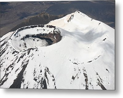 Snow-covered Ngauruhoe Cone, Mount Metal Print by Richard Roscoe