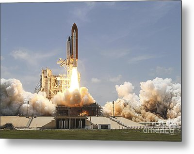 Space Shuttle Atlantis Lifting Metal Print