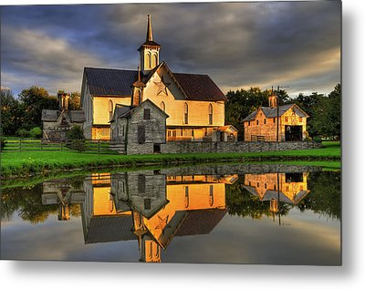 Metal Print featuring the photograph Star Barn by Dan Myers