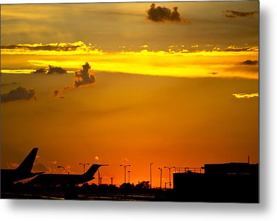 Sunset At Kci Metal Print by Lisa Plymell