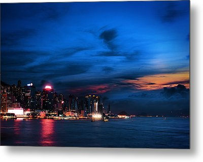 Sunset At Victoria Harbour Metal Print by Afrison Ma