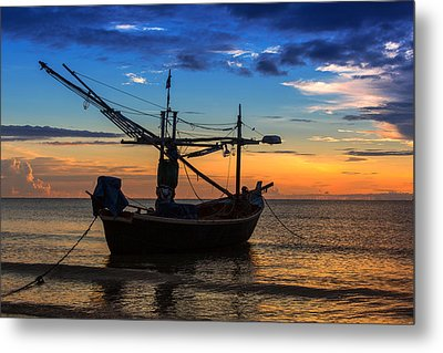 Sunset Fisherman Boat Huahin Thailand Metal Print by Arthit Somsakul