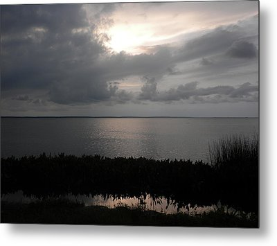 Sunset In Silver Metal Print by Erica Breetz