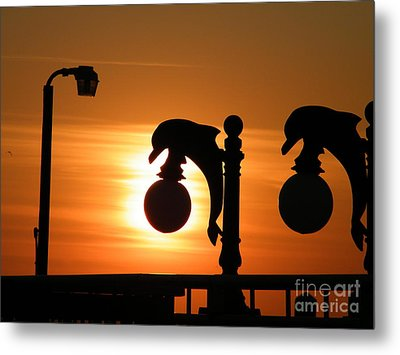 Sunset Lamp Metal Print by Laurence Oliver
