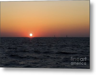 Metal Print featuring the photograph Sunset by Leslie Leda