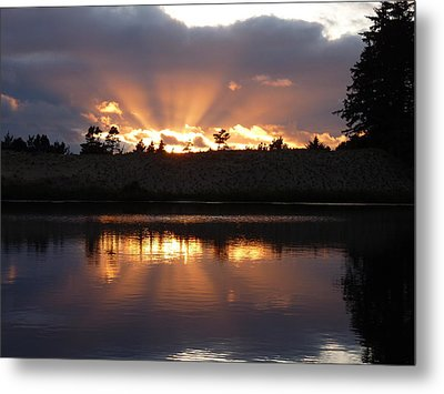 Sunset Rays Bursting Over Lake Bradley Metal Print by Cindy Wright