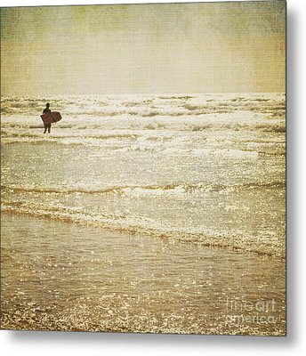 Surf The Sea And Sparkle Metal Print by Lyn Randle