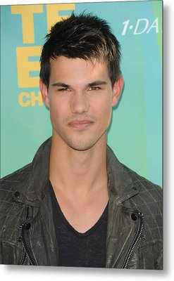 Taylor Lautner At Arrivals For 2011 Metal Print by Everett