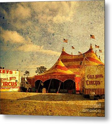 The Circus Is In Town Metal Print by Susanne Van Hulst