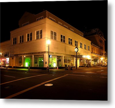 The Hub In Coos Bay Oregon Metal Print by Gary Rifkin