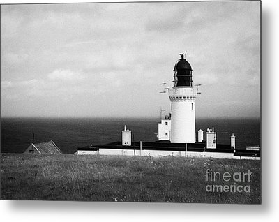 The Lighthouse At Dunnet Head Most Northerly Point Of Mainland Britain Scotland Uk Metal Print by Joe Fox