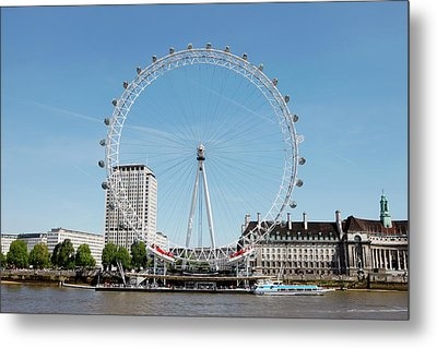 The Millennium Wheel And Thames Metal Print by Richard Newstead