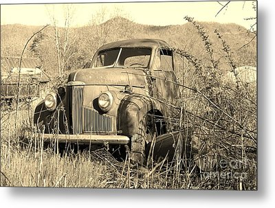 Metal Print featuring the photograph The Ole Studebaker by Laurinda Bowling