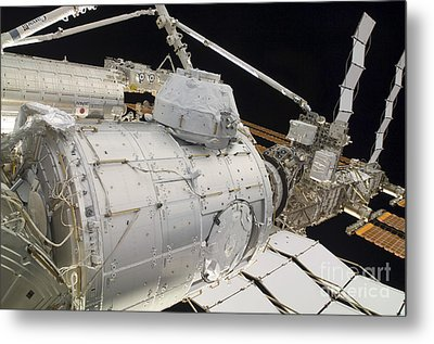 The Pressurized Mating Adapter 3 Metal Print by Stocktrek Images