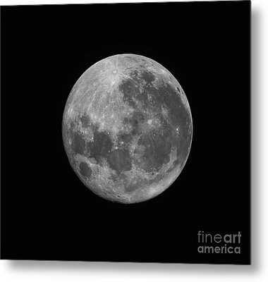 The Supermoon Of March 19, 2011 Metal Print by Phillip Jones